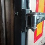 Замена петель ворот грузовика, прицепа, полуприцепа