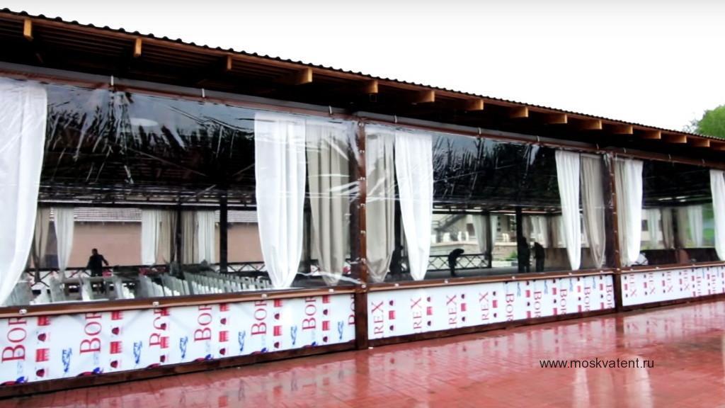 Прозрачные шторы ПВХ для летнего кафе на крытой террасе