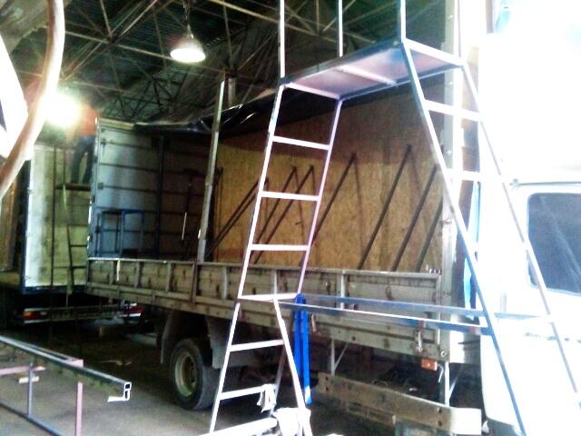 Замена гнутого верхнего ребра каркаса грузовика «Газ-Валдай» в Москве, ремонт каркаса тента в компании «Москватент»