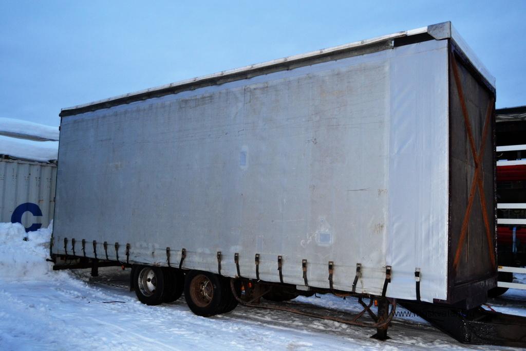Увеличение сдвижных штор грузового прицепа